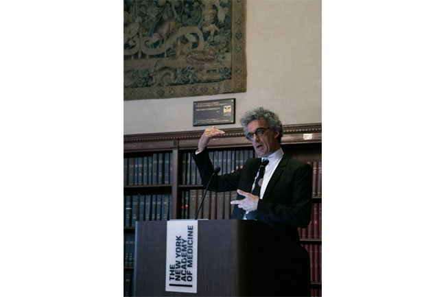 John Colapinto during his lecture on the unique development of the human voice.